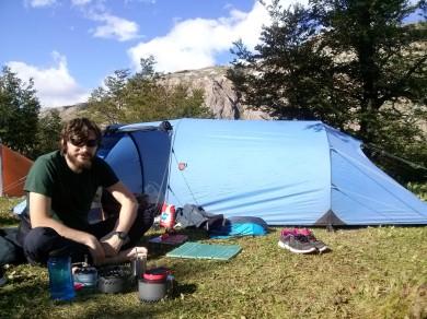 Maté ispred šatora